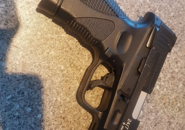 (Needs work) Cybergun Taurus PT24/7 plus 5 magazines