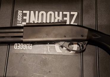 Tokyo Marui M870 Tactical Shotgun boxed plus spare gas tank
