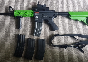 G&G CM16 Raider L with 4 Mags + Accessories